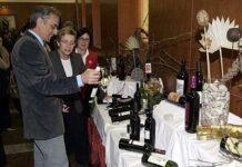 """Apoio a campaña """"Deixa que o viño fale"""" no Parlamento."""