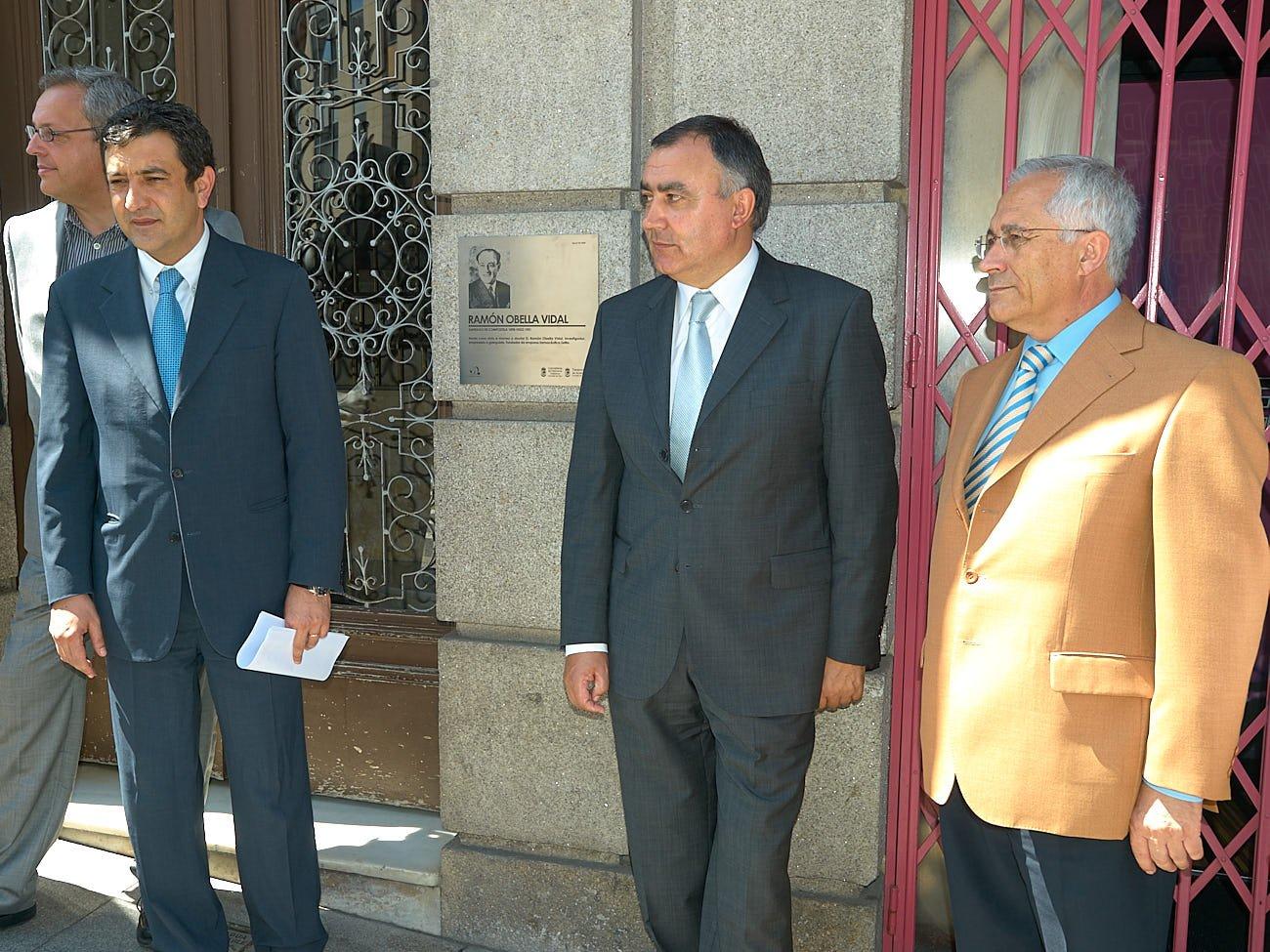 Descuberta unha placa conmemorativa no edificio onde vivíu e morreu Ramón Obella Vidal- Foro Peinador - 20/07/2009